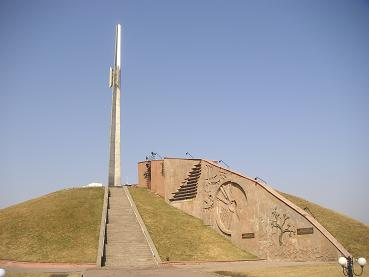 Een anti- Rusland monument in Astana