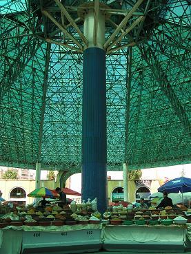 Een van de prachtige overdekte markten van de hoofdstad, Tashkent